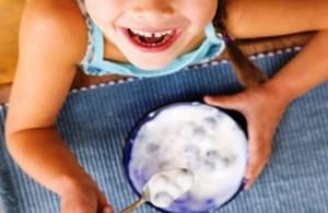 Польза йогурта для ребенка: какой йогурт выбрать, полезные свойства