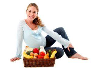 Месяц до родов: как правильно питаться. Что полезно, что нельзя, а что можно есть с осторожностью