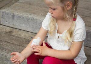 Нейродермит у детей: причины, симптомы, лечение, диета
