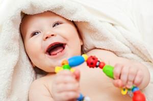 Прорезывание зубов у детей: симптомы, температура, сроки
