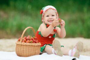 Сезонные ягоды детям: польза и противопоказания