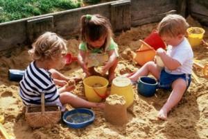 Споры и слезы на детской площадке