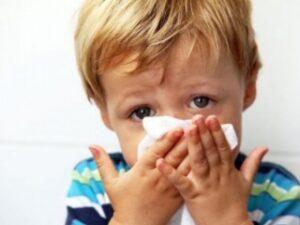 Зеленые сопли у ребенка: причины, лечение, что делать