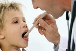 Как защитить детей летом? Сезонные напасти — опрелости и укусы