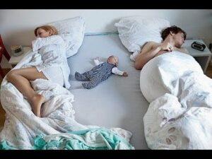Ребенок не спит в своей кроватке: что делать и как приучить