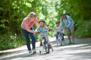 Как научить ребенка кататься на велосипеде: быстро и правильно едем на двухколесном