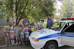 За профессионализм и отзывчивость воспитанники детского сада поблагодари полицейских