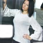 Белый пуловер с широкими рукавами