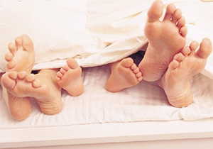 Когда ребенок должен спать отдельно от родителей. Как приучить ребенка