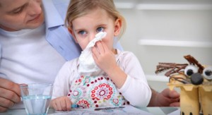 Как научить ребенка сморкаться: методы обучения в 3, 4 года