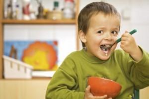 Как приучить ребенка к полезной и здоровой еде и научить правильно питаться