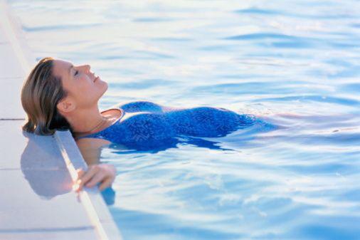 Плавание при беременности: можно ли плавать в бассейне во время беременности, противопоказания