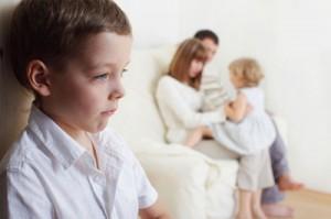 Ревность ко второму ребенку. Как старший ребёнок будет относиться к младшему