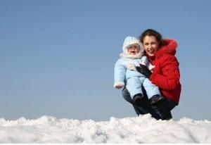 Как правильно гулять с ребенком зимой. Как одевать ребенка зимой. Игры зимой с ребенком