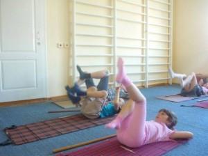 Нарушение осанки у детей: упражнения, причины и профилактика