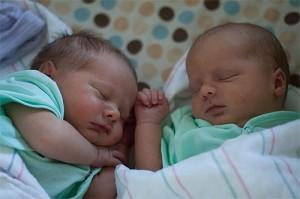 Роды двойни: как начинаются естественные роды, отзывы, видео. Как родить близнецов