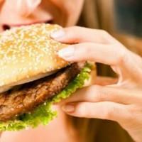 На психику человека жирная пища оказывает негативное влияние