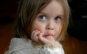 Вредные привычки детей. Откуда берутся у детей вредные привычки сосать палец, грызть ногти, трогать гениталии