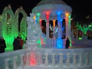 Скоро на центральной площади Хабаровска появятся ледовые фигуры и елочные игрушки, размер которых достигает четырех метров