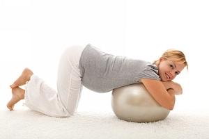 Коленно-локтевое положение при беременности: как правильно делают, какой эффект